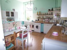 Pink & aqua kitchen vintage
