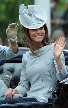 Love Kate Middleton and her large fascinator and hat collection | fascinators