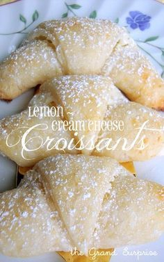 Lemon cream cheese croissants- this recipe is to make the croissants and the filling. Save time by using canned crescent rolls! Filling is simply cream cheese, sugar and lemon zest. Lemon Desserts, Lemon Recipes, Sweet Recipes, Delicious Desserts, Just Desserts, Dessert Recipes, Yummy Food, Cheese Croissant, Nutella Croissant