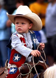 Delightful little Cowboy 🤠 Little Cowboy, Cowboy Up, Cowboy And Cowgirl, Little Man, Little People, Little Babies, Cute Babies, Precious Children, Beautiful Children