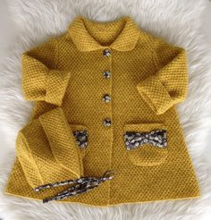 Hos Barnigjen: Strikkeoppskrift på kåpe Elsa og kyse Anna. knitted baby girl coat, cardigan, sweater, hat