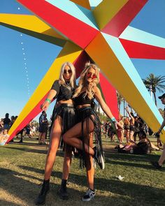 Splendid Coachella Outfit Ideas For Summer 07 - Every year, the Coachella concert is such a huge thing in the fashion circle. And now, the heat of Coachella is surrounding the USA. Hot weather and t. Coachella Festival, Coachella 2018, Music Festival Outfits, Music Festival Fashion, Rave Festival, Festival Makeup, Summer Festival Outfits, Fashion Music, Music Festivals