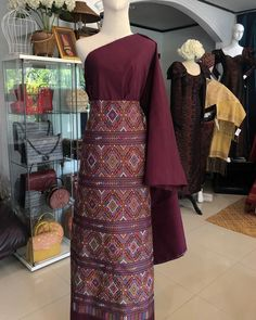 Ideas dress formal maxi style for 2019 Thai Traditional Dress, Traditional Fashion, Traditional Outfits, Trendy Dresses, Casual Dresses, Formal Dresses, Modern Filipiniana Gown, Thailand Fashion, Myanmar Dress Design