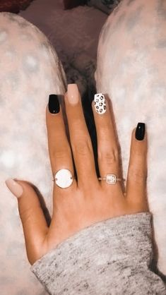 Acrylic Nails Coffin Short, Best Acrylic Nails, Stylish Nails, Trendy Nails, Black And Nude Nails, Western Nails, Country Nails, Cute Gel Nails, Cherry Nails