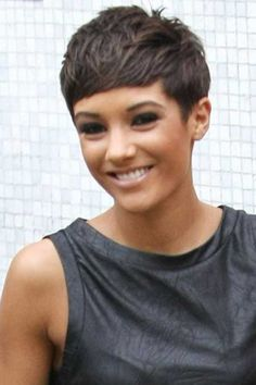 Frankie Sandford Cute Feather Pixie Bob Hairstyles - New Hairstyles, Haircuts Popular Short Hairstyles, Short Pixie Haircuts, Pixie Hairstyles, Cool Hairstyles, Haircut Short, Medium Hairstyles, Hairstyle Short, Popular Haircuts, Short Cropped Hairstyles
