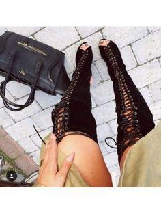 Chaussures cuissardes à talon haut en daim noir à lacet sur le devant