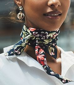 Key Pieces That Work Together – Mode Outfits, Chic Outfits, Fashion Outfits, Fashion Scarves, Ways To Wear A Scarf, How To Wear Scarves, Look Fashion, Girl Fashion, Bandana Outfit