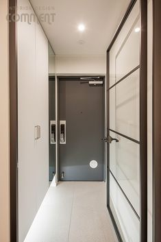 공간마다 특색 있는 복도식 아파트 작은집 꾸미기 : 25평 거실 인테리어 : 네이버 블로그 Entrance, Mirror, Bathroom, Frame, Furniture, Home Decor, Washroom, Picture Frame, Entryway