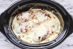 Crock-Pot Tuscan Garlic Chicken - Succulent Crock-Pot chicken cooked in Spinach, garlic, sun-Dried Tomatoes, cream and parmesan cheese. so easy to prep! The easiest, most unbelievably delicious Crock Pot Dump Dinner your whole family will love Crock Pot Recipes, Slow Cooker Keto Recipes, Crockpot Dishes, Cooking Recipes, Crockpot Meals, Casserole Recipes, Tuscan Garlic Chicken, Garlic Chicken Recipes, Slow Cooker Chicken