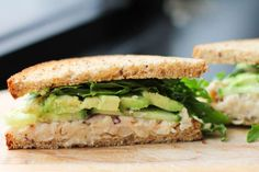 I've been looking for new, easy & meat free sandwich options... Once you make this smashed bean spread, you'll be set for the week! --> Smashed White Bean and Avocado Sandwich