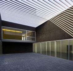 Training Center Of Town Hall In Sevilla / sol89
