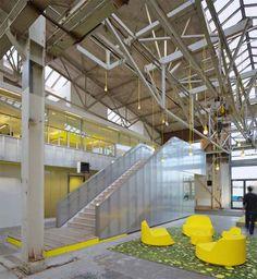Las nuevas instalaciones de la consultora ingeniera IMd se han abierto recientemente en Rotterdam en un entorno industrial. Situado en una antigua fabrica de acero, el arquitecto Joost Ector de Ector Hoogstad Architects, transformó este espacio en un 'patio de recreo para los ingenieros'.