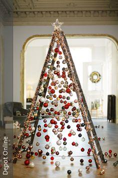 Keine Lust auf Nordmanntanne oder Blaufichte? Hier eine Leiter statt klassischem Weihnachtsbaum!