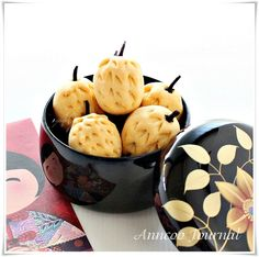 Warning alert: Copyright © Anncoo Journal ~ Please do not copy my pictures and pages as yours.   Chinese New Year is just around the corner and we're ushering in the year of the Dragon. As always I've been very busy in the kitchen baking. Pineapple Tarts are my family and friends favourite. I've been repeatedly …
