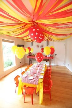 "Crepe paper streamers make the perfect ""big top"" ceiling for a circus themed party Streamer Decorations, Birthday Decorations, Birthday Party Themes, Birthday Ideas, Circus Theme Party, Circus Birthday, Crepe Paper Streamers, Childrens Party, Party Gifts"
