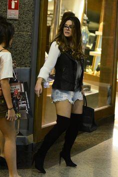 Giovanna Lancellotti em shopping do Rio (Foto: Henrique Oliveira / AgNews)