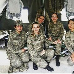 Someone new to your life you will love it, you've waited for months for him to come, except for the black-and-white photos you have never seen before,. Turkish Soldiers, Turkish Army, Soldier Love, Female Soldier, Military Women, Military Jacket, Camo Guns, Without Dress, Girls Uniforms
