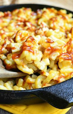 Smokehouse Mac and Cheese, chicken, bacon and lots of cheese! Casserole Recipes, Pasta Recipes, Chicken Recipes, Cooking Recipes, Chicken Bacon, Skillet Recipes, Macaroni Cheese, Macaroni And Cheese, Mac Cheese