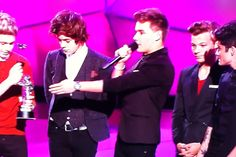 """""""I just wanna say, we've had this award two seconds, and already we've broke it. So there's a good start""""-Liam Bahahahahaha"""