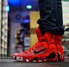 """Check out the newest photos of the Nike Kobe 9 Elite """"Christmas"""""""