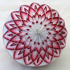 30_pink_red_flower_temari.jpg (530×530)