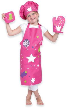 This Kid's Crown Apron Set lets you and your child have fun in the kitchen. Designed to protect clothes from messy spills, this cotton apron has an adjustable neck and tie closure, along with a chef's hat, potholder and glove to keep them safe. Little Chef, Buy Buy Baby, Christmas Toys, Toddler Toys, Toys For Boys, Your Child, Apron, Have Fun, Children