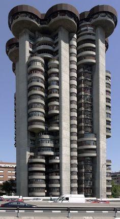 Francisco Javier Sáenz de Oiza   1969   Torre Blancas   Madrid, Spain