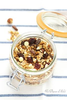 Chocolate and cherries granola Muesli, Healthy Bars, Healthy Recipes, Sweet Cooking, Overnight Oatmeal, Sweet Tooth, Food Porn, Cooking Recipes, Favorite Recipes