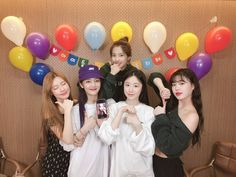 It's been a year since (G)I-DLE was born~!🐣😊🎂 Thanks to Neverlands we've been able to come this far!ㅋㅋ Let's be together for a long, long time~ We love you 💜 South Korean Girls, Korean Girl Groups, I Don T Love, Soo Jin, Set Me Free, Extended Play, Cube Entertainment, Soyeon, Queen
