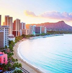 Honalulu,Hawaii with Diamond head in the distance!!! Bebe'!!! A magnificent beach...Waikiki !!!