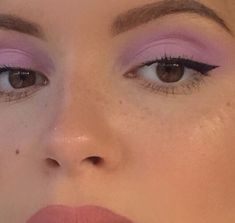 How can you learn tricks if you're just starting to make up? Clean and moisturize your skin Use … Makeup Fx, Makeup Eye Looks, Cute Makeup, Eyeshadow Looks, Pretty Makeup, Makeup Goals, Makeup Inspo, Makeup Trends, Skin Makeup