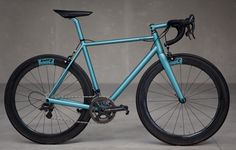 At the Berlin bike show Continental was showing their tires on a couple of lovely looking steel bikes…