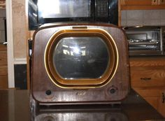 Picture of Rescue a vintage TV cabinet