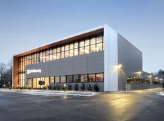 High-end stroller retailer UPPAbaby, based in Rockland, Mass., turned to a modern glass and Metl-Span insulated metal panel façade for its new 45,000-square-foot headquarters.