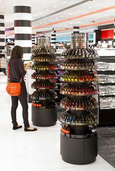 Popai awards paris 2014 make up cosmetics retail design, skönhet, e Cosmetic Display, Cosmetic Shop, Cosmetic Design, Pharmacy Design, Retail Design, Shop Interior Design, Store Design, Fixer Up, Store Window Displays