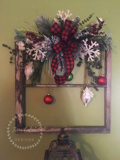 Window Frame Crafts, Window Frame Decor, Old Window Projects, Old Window Ideas, Rustic Window Frame, Window Pane Art, Christmas Picture Frames, Rustic Christmas, Christmas Diy