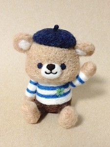 くまさんできたよ♪ | Chai Felt Design Felt Crafts Diy, Felted Wool Crafts, Felt Diy, Needle Felted Animals, Felt Animals, Needle Felting, Felt Christmas, Fabric Dolls, Wool Felt