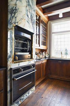 Luxury Home Decor, Luxury Interior Design, Interior Design Kitchen, Interior Design Inspiration, Luxury Homes, Kitchen Decor, Kitchen Vignettes, Bistro Kitchen, Classic Kitchen