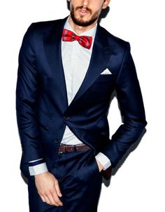 Red bow tie with a navy suit. Fashion Night, Party Fashion, Look Fashion, Mens Fashion, Fashion Guide, Red Bow Tie, Bow Ties, Red Bows, Outfits Hombre