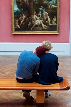 """Austrian photographer Stefan Draschan has preserved these dozing moments in his multi-year, self-explanatory series """"People Sleeping in Museums. Museum Photography, Portrait Photography, Cute Couple Art, Cute Couples, Museum Exhibition, Art Museum, Surealism Art, People Sleeping, The Love Club"""