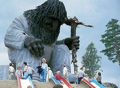 At the beginning of Ivo Caprino adventure cave in Hunderfossen, Gudbrandsdalen, looms a 13 m high troll.