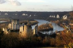 In the Department of Eure and on the edge of the Norman Vexin country, the Collegiate Andelys and Chateau Gaillard, dating from the eleventh century is an historical monument, reminiscent of the medieval past of the city of Andelys