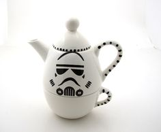 Star Wars (R) Inspired Storm Trooper (R)  Teapot, Tea for one, geekery, gift for tea drinker door LennyMud op Etsy https://www.etsy.com/nl/listing/97759394/star-wars-r-inspired-storm-trooper-r