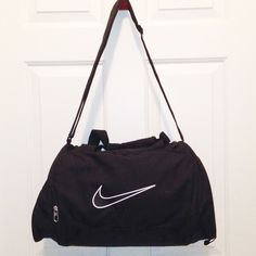 Nike duffle bag Great condition. There are no imperfections. Nike Bags  Travel Bags Nike 76ecf9fe9c