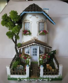 Could make out of oatmeal container Tile Crafts, Clay Crafts, Diy And Crafts, Clay Fairy House, Fairy Garden Houses, Clay Houses, Ceramic Houses, Miniature Fairy Gardens, Miniature Houses