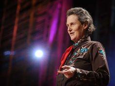 """Temple Grandin, diagnosticada com autismo na infância, fala sobre como a sua mente funciona -- compartilhando a sua habilidade de """"pensar em imagens"""", que a ajuda a resolver problemas que cérebros neurotípicos não conseguiriam.  Ela traz à tona que o mundo precisa de pessoas com o espectro autista: pensadores visuais, pensadores em padrões, pensadores verbais e todos os tipos de crianças espertas e inteligentes."""