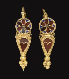 A PAIR OF PARTHIAN GOLD, GARNET AND GLASS EARRINGS c.1st-2nd Century A.D.