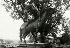 Oslo Oslo. Veslefrikk skulptur av Dyre Vaa på Ankerbroen  Utg Harstad forlag brukt 1948