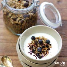 Añádele a tu #yogur de la mañana una cachetada de #maquiberry y disfruta de los beneficios de este fruto #suplementoalimenticio #salud #berries #health #breakfast