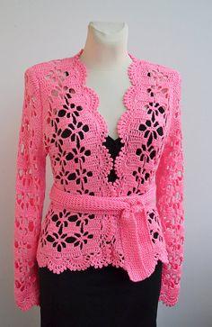 ¡Acepto pagos a través de Etsy pagos o PAYPAL (a través de etsy pagos)! Crochet bolero de novia, chaqueta de encaje, bolero de novia, boda de jardín, cubierta de novia arriba, bolero, encogiéndose de hombros novia, boda vestido de cumpleaños de color rosa Bolero - cardigan de hilo acrílico 90%, 10% poliamida en color rosa. Tamaño: EUR:38 / 40 | UK:14 | US:10 Largo: 59cm [23] Pecho: 93cm [36,5] Longitud de la manga: 64 cm [25] Por favor mire mis políticas de la tienda antes de hacer...